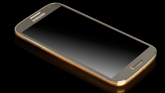 Altın Kaplamalı Samsung Galaxy S4 Göz Kamaştırıyor