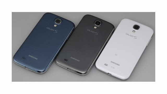Kutup Mavisi Renkli Samsung Galaxy S4 Resmileşti