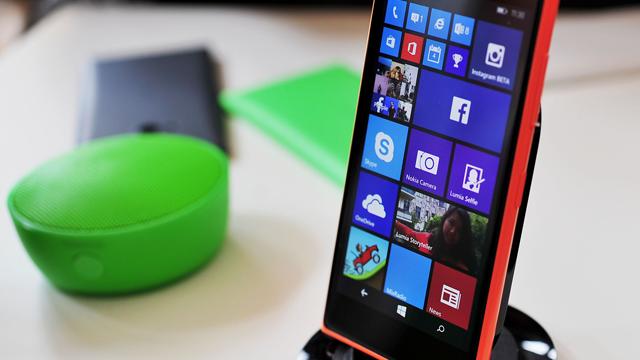 Lumia 735 ve Gizli LED Ekranı İlk Kez Görüntülendi