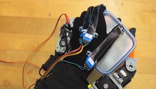Giyilebilir Robot Eller ile Elinize 2 Parmak Daha Ekleyin