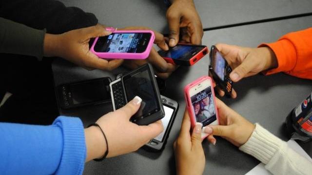 Araştırmalara Göre Kadınlar Cep Telefonu Bağımlılığına Daha Yatkın