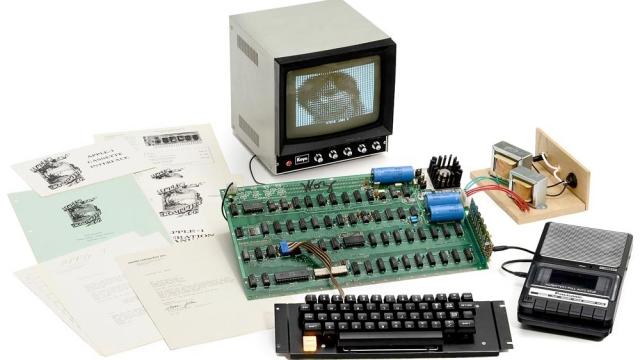 Çalışan Haldeki İlk Apple Bilgisayar Rekor Fiyatla Satıldı