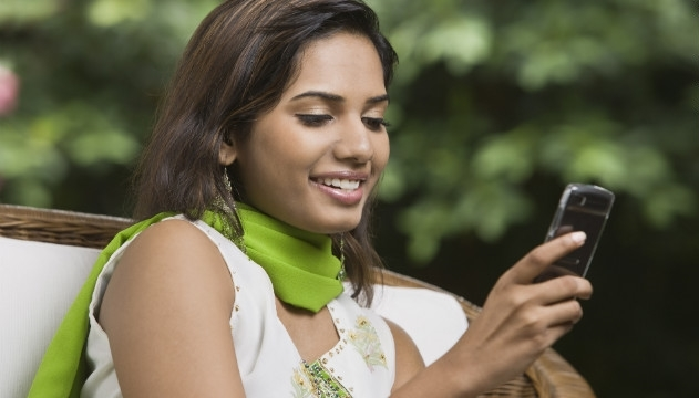 Bayanlar 2012 Yılında Daha Fazla Sms Atarak Telefonda Daha Çok Konuştu