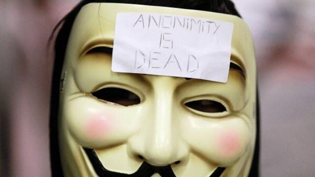 Denize Düşen Anonymous Hackerı Yılana Sarıldı!