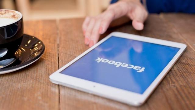 Facebook Messenger SMS İstemcisi ve Facebook İntihar Önleme Araçları Yayınlandı