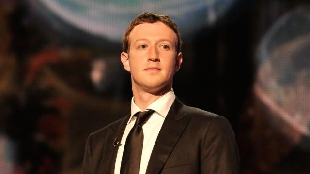 Facebook Patronu Zuckerberg FBI Karşısında Apple'ın Yanında Yer Aldı