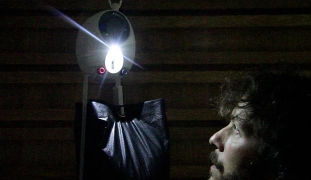 Elektrik ya da Pil Olmadan Çalışan Lamba İcad Edildi