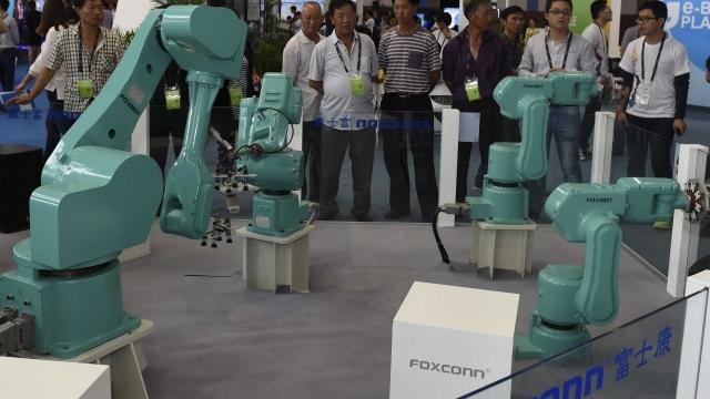 iPhone'lar Artık Tamamen Robotlar Tarafından Üretilecek