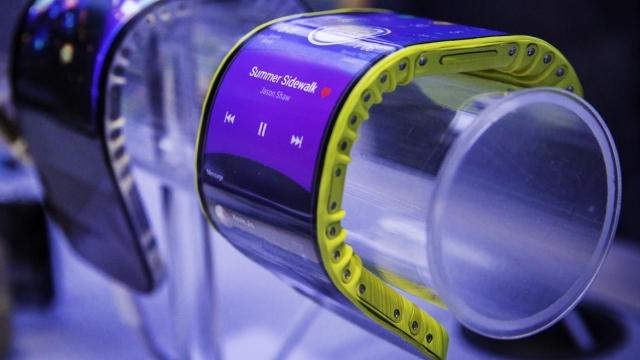 Lenovo Kol Saati Gibi Kullanılabilen Esnek Akıllı Telefonunu Tanıttı