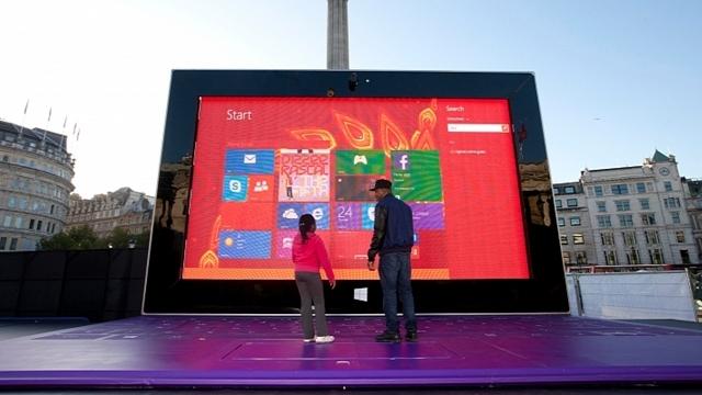 Microsoft'tan 383 İnçlik Dev Surface Tablet