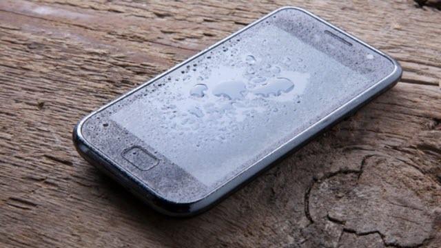 Akıllı Telefonunuz Suya Düşerse Sırasıyla Yapmanız Gerekenler