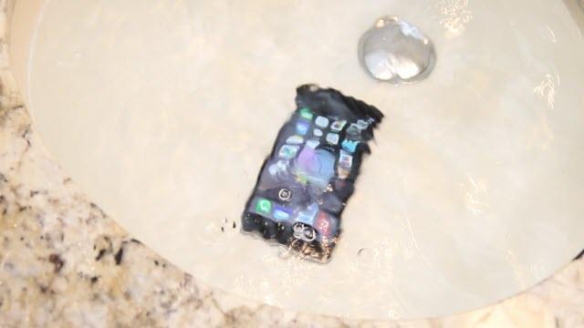 iPhone 6 ve iPhone 6 Plus Gerçekten Suya Dayanıklı Mı?