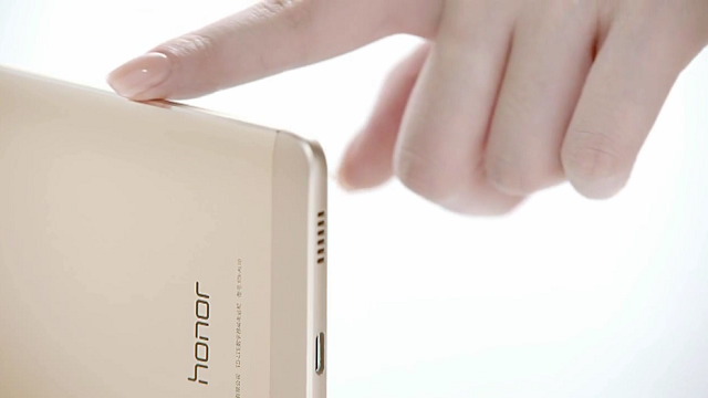 Huawei Honor Note 8, Ekran ve Bataryasıyla Dikkatleri Üzerine Çekiyor