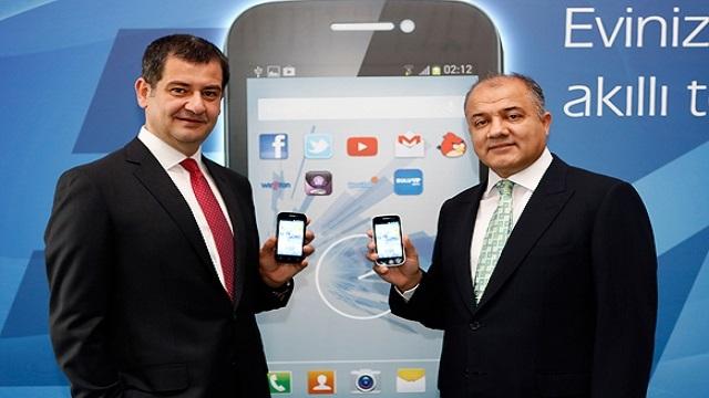 Türk Telekom, Akıllı Ev Telefonu E4'ü Tanıttı