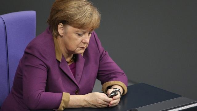 Facebook Angela Merkel'den Fena Fırça Yedi