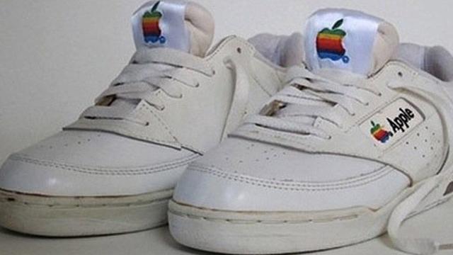 Bir Çift Apple Ayakkabı 15 Bin Dolara Alıcı Buldu