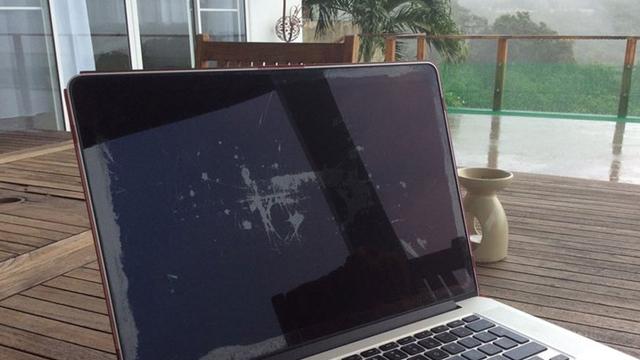 Apple MacBook Ekranlarında Oluşan Problemi Sonunda Düzeltmeye Karar Verdi