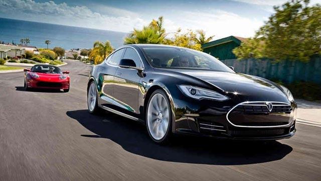 Apple Hissedarları Tesla Motors'u Satın Almak İstiyorlar