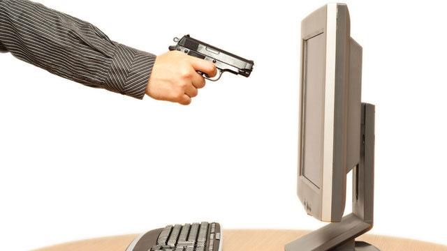 Amerika'da Bir Adam Bilgisayarını Öldürdüğü İçin Tutuklandı