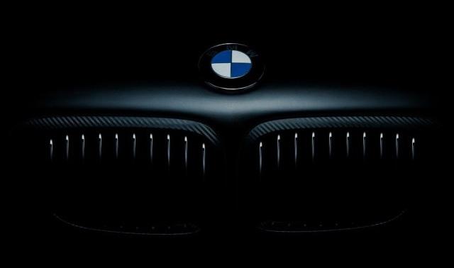 BMW 550i Sahibi, Hırsızı Uzaktan Arabanın İçine Kilitledi