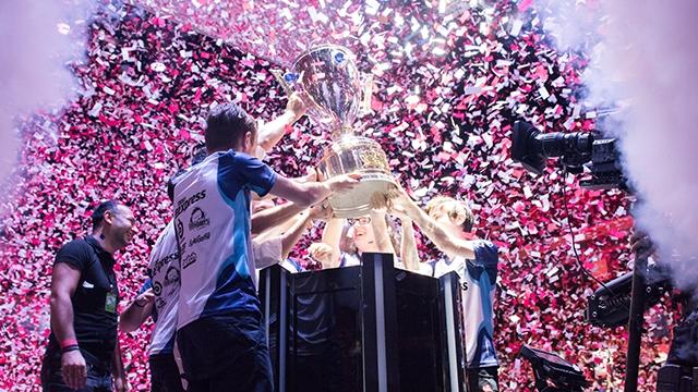 League of Legends Türkiye Büyük Finali'nde Şampiyon Dark Passage!