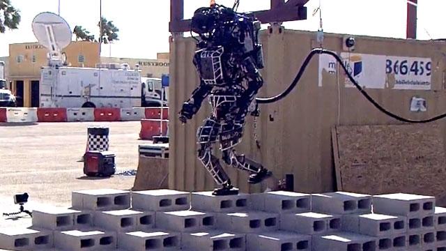 İleri Teknoloji Eseri Robotlar İlk Denemelerinde Burunlarını Yerden Kaldıramadılar