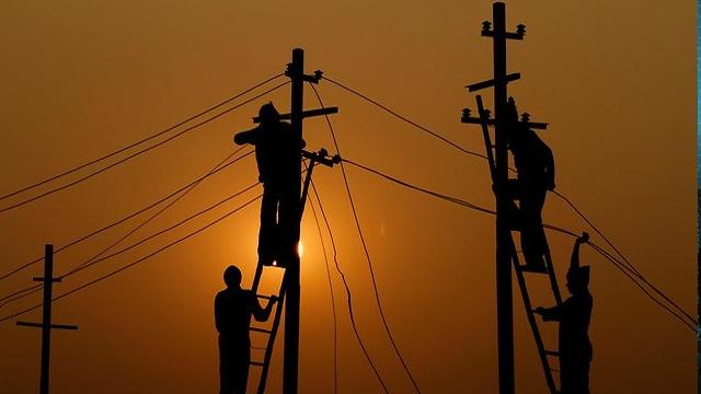 Elektrik Kesintileri Daha da Çok Artabilir, Yedekli Çalışın