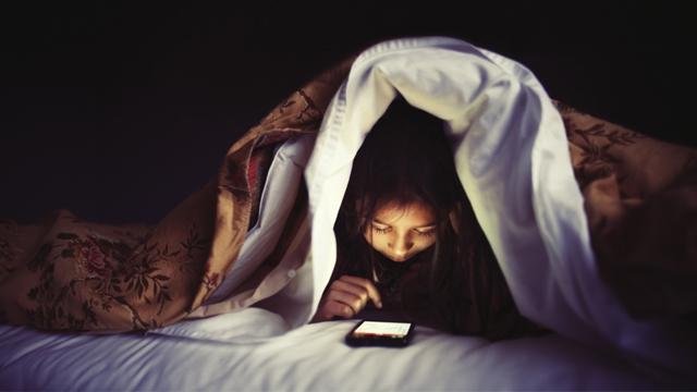 Akıllı Telefonla Uyursanız Boyunuz Kısa Kalabilir İddiası