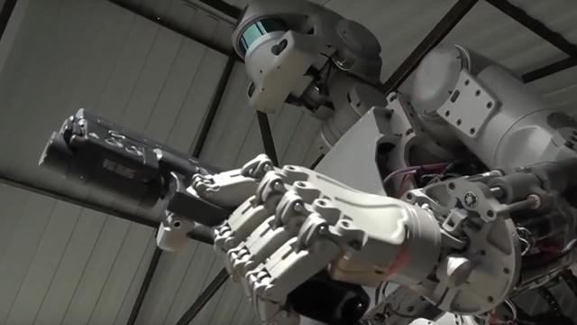 Rus Robot Askerler, Glock Tabanca Kullanmaya Başladılar