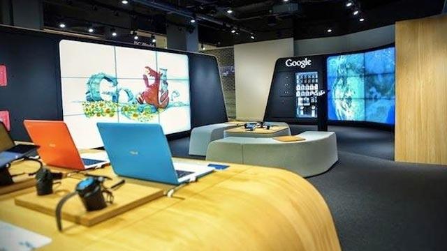 Google İlk Dükkanını Londra'da Açtı, Vitrinine de Doodle Koydu