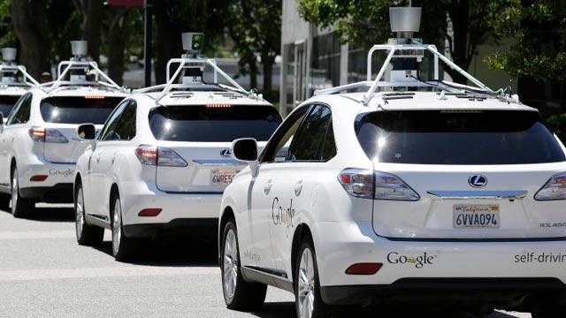 Google İnsansız Arabaları Yalnız Üretmek İstemiyor