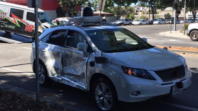Google Sürücüsüz  Araba Oldukça Sert Bir Kazaya Karıştı