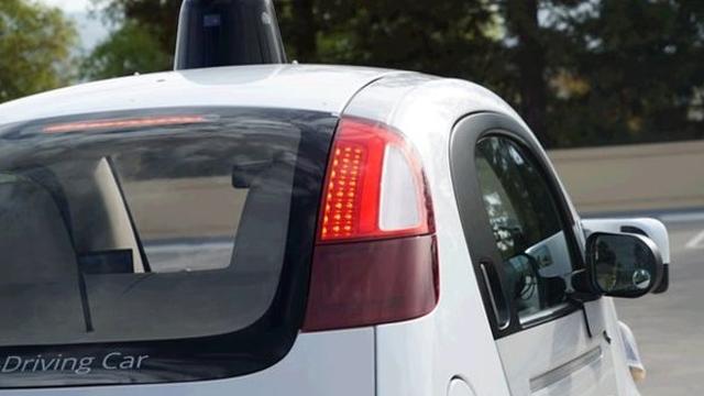 Google'ın 6 Yıllık Rüyası Sürücüsüz Otomobil Sonunda Gazetecilere Tanıtıldı