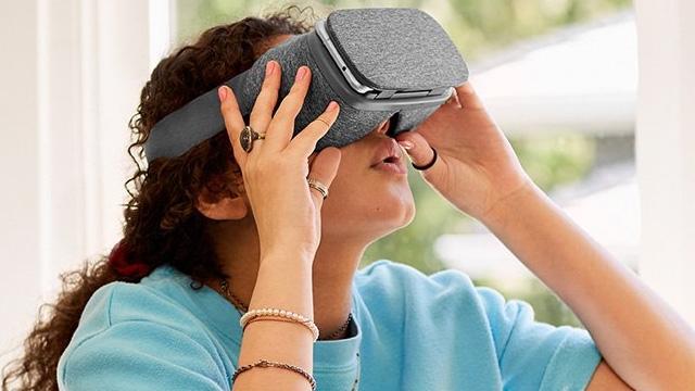 Google VR Gözlük Setleri İçin Ön Siparişler Başladı