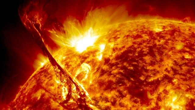 Güneşteki Dev Patlama NASA Kameralarına Takıldı