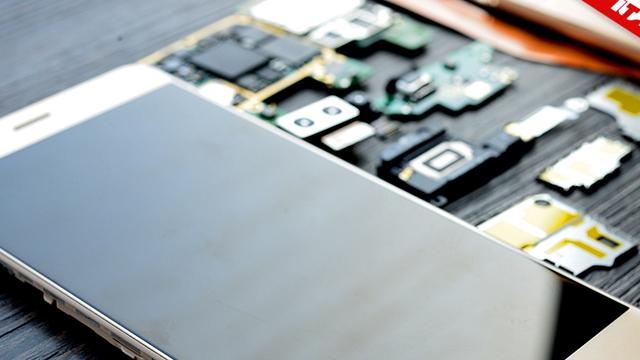 Huawei Honor V8 Çin'de Paramparça Edildi