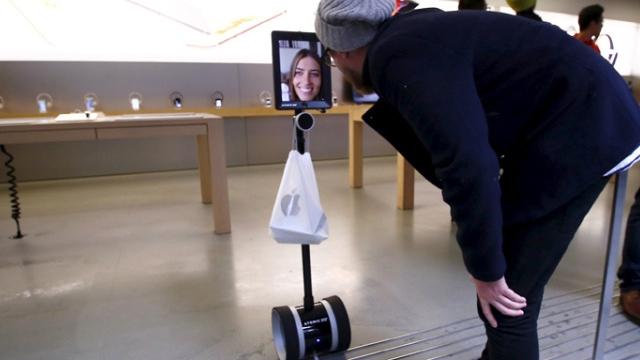 iPhone 6s Satış Kuyruğuna Robotunu Gönderdi