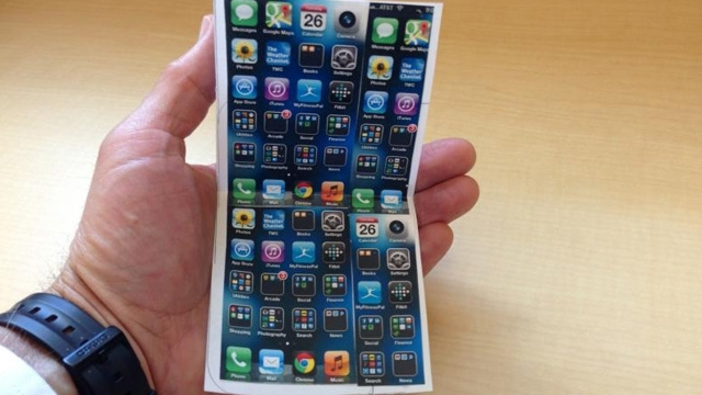 Birkaç Model Sonra Katlanabilir iPhone Görebiliriz