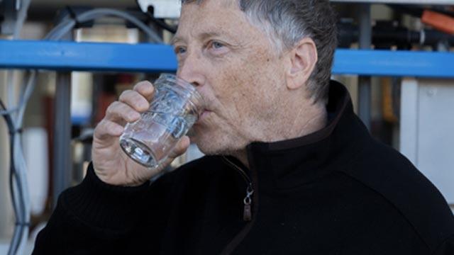 Bill Gates İnsan Dışkısından Üretilen Suyu Test Etti