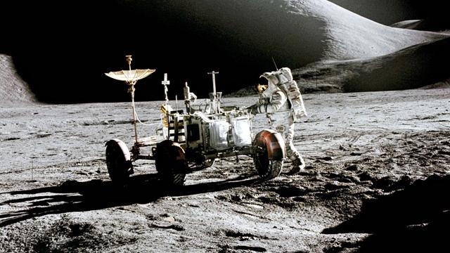 NASA, ABD Ay'a Gitmedi Diyen Komplo Teorisyenlerine Binlerce Fotoğrafla Yanıt Verdi