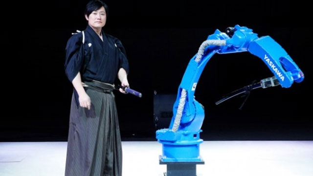 Endüstriyel Robot, Samuray Ustasına Karşı Kılıç Kuşandı