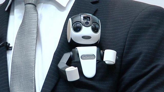 Sharp Yürüyen, Konuşan ve Dans Ederek Aramalara Cevaplar Verebilen Akıllı Robot Telefon Üretti