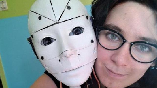 Fransız Kadın Aşk Yaşadığı Robotuyla Evlenmek İstiyor
