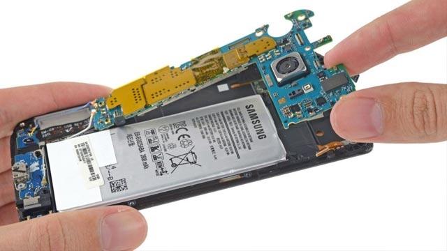 Samsung Galaxy S6 Edge Parçalarına Ayrıldı, Bakın İçinden Ne Çıktı