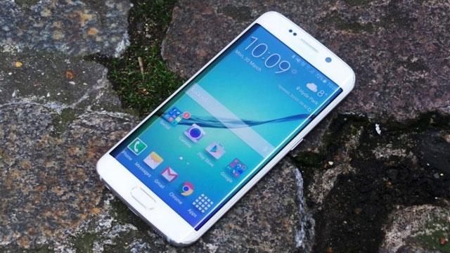 Samsung, Galaxy S6 Edge'in Ekranını Daha Kullanılabilir ve İşlevsel Yapmaya Çalışıyor