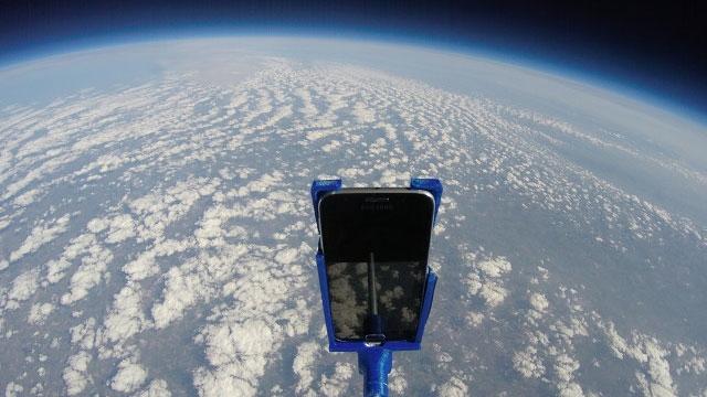 Bir Samsung Galaxy S6 Uzaydan Dünyaya Düşerse Ne Olur?