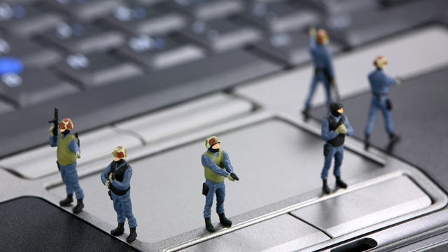 Siber Polisler Şiddet İçeren Yüzlerce Hesabın Peşine Düştü