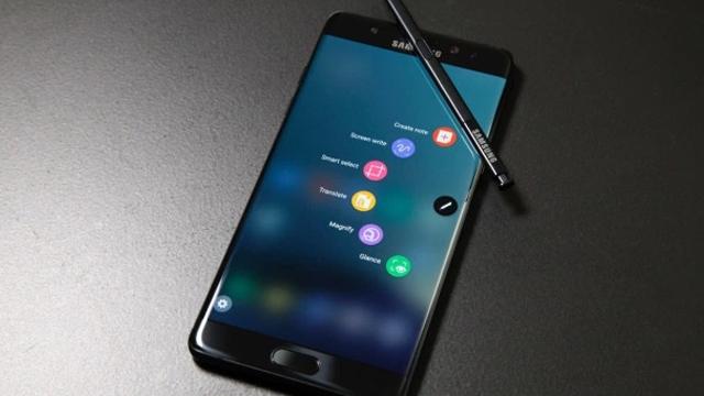 Samsung Galaxy Note 7 Şarj Olurken Patladı, Görüntüleri İnternete Yayıldı