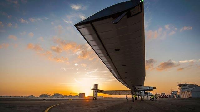 SolarImpulse 2 Güneş Enerjili Uçak Dünya Turuna Başlıyor