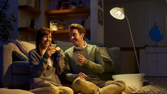 Müziğin Hayatı Aydınlattığına İnanan Sony, LED Ampullere Hoparlör Yerleştirdi